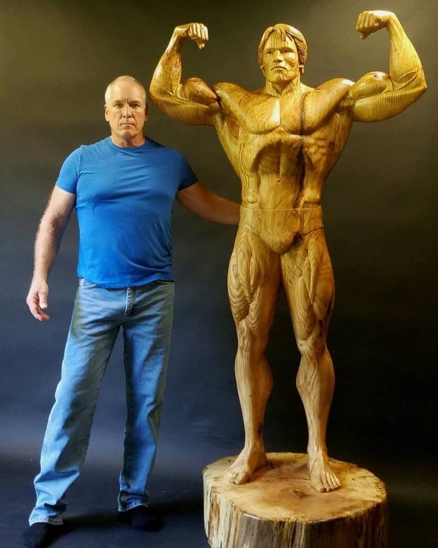 Арнольд Шварценеггер в молодости увековечен в скульптуре
