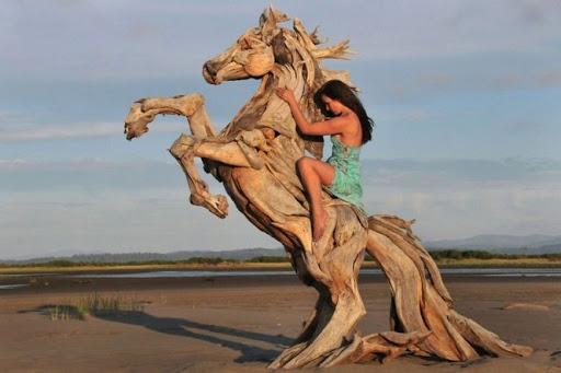 Мастер из Арбажа создает невероятные деревянные скульптуры с помощью бензопилы